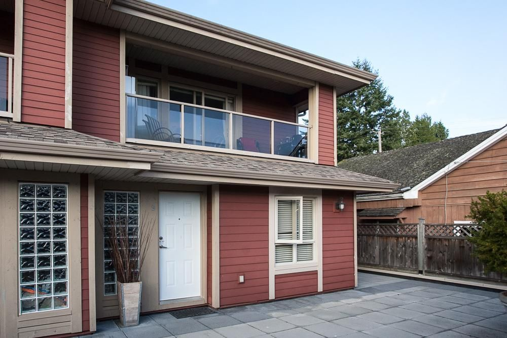 """Main Photo: 9 14921 THRIFT Avenue: White Rock Townhouse for sale in """"Nicole Place"""" (South Surrey White Rock)  : MLS®# R2036122"""