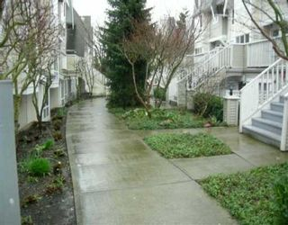 """Photo 2: 6577 SOUTHOAKS Crescent in Burnaby: Middlegate BS Townhouse for sale in """"TUDOR GROVE"""" (Burnaby South)  : MLS®# V637544"""