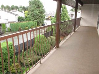 """Photo 10: 314 32910 AMICUS Place in Abbotsford: Central Abbotsford Condo for sale in """"Royal Oaks"""" : MLS®# R2122467"""