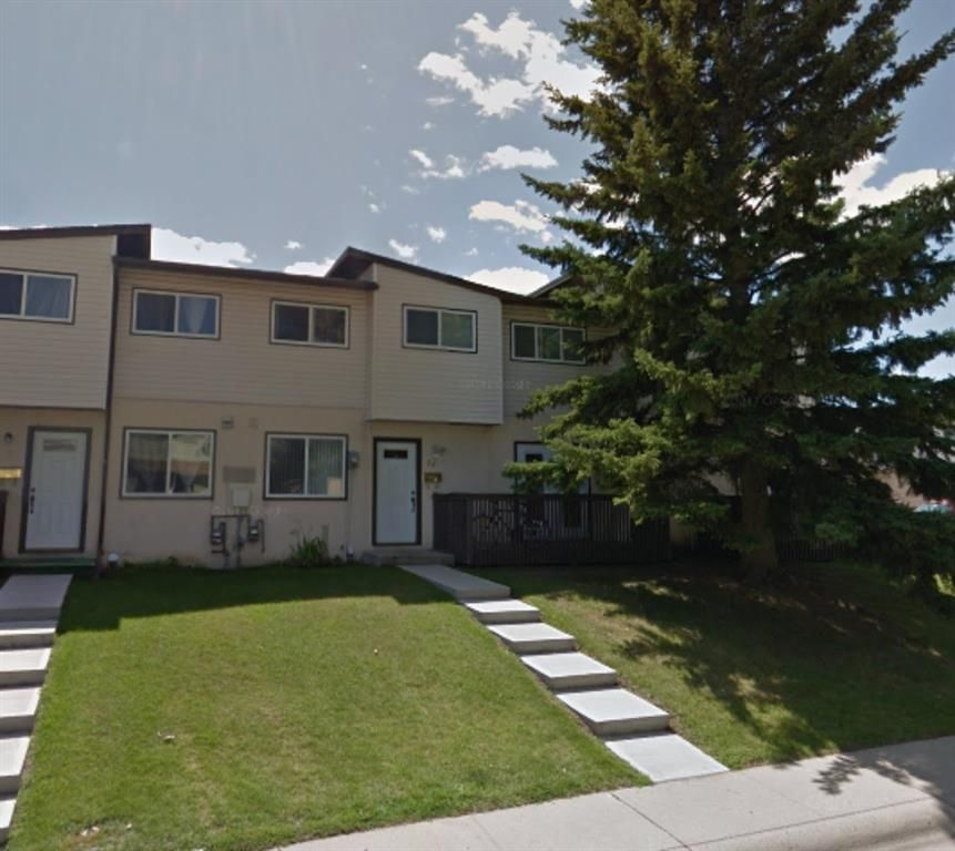 Main Photo: 27 4531 7 Avenue SE in Calgary: Forest Heights Row/Townhouse for sale : MLS®# A1150240