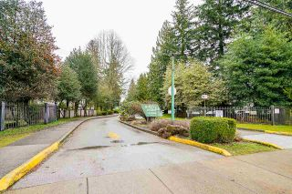 "Photo 2: 10634 HOLLY PARK Lane in Surrey: Guildford Townhouse for sale in ""HOLLY PARK"" (North Surrey)  : MLS®# R2542348"