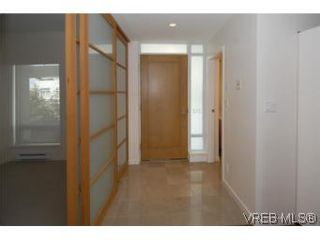 Photo 8: 212 68 Songhees Rd in VICTORIA: VW Songhees Condo for sale (Victoria West)  : MLS®# 499543