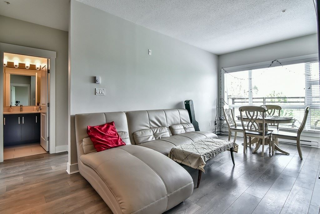 """Photo 7: Photos: 214 20728 WILLOUGHBY TOWN CENTRE Drive in Langley: Willoughby Heights Condo for sale in """"Kensington at Willoughby Town Centre"""" : MLS®# R2190142"""