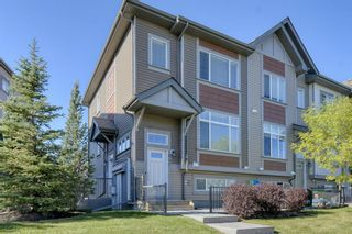Main Photo: 640 Copperpond Boulevard SE in Calgary: Copperfield Row/Townhouse for sale : MLS®# A1148240