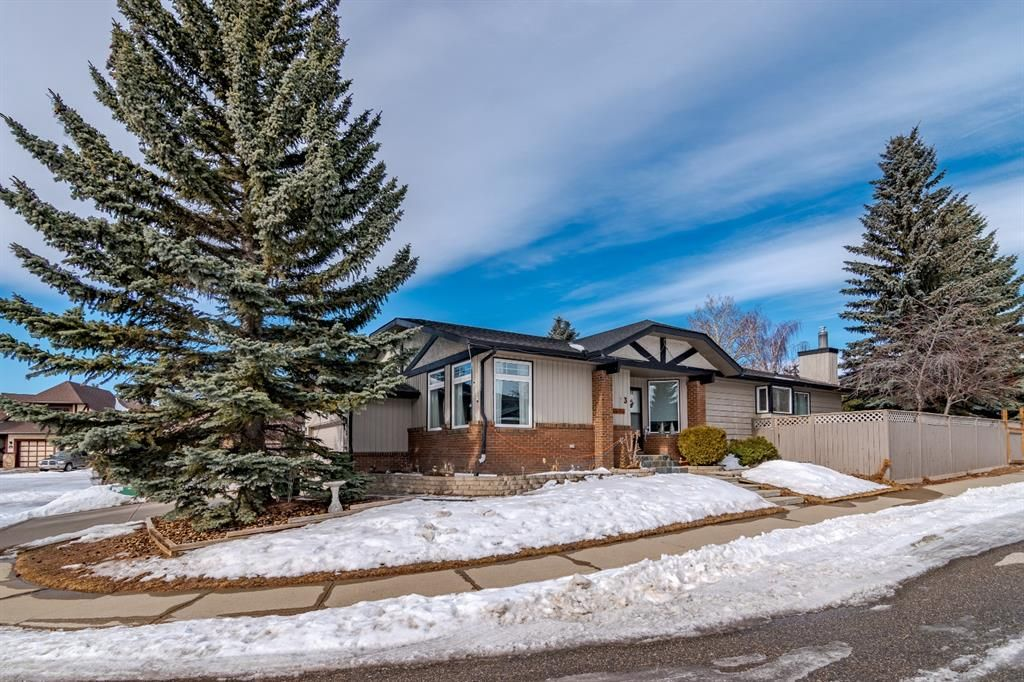 Main Photo: 3 Edgehill Bay NW in Calgary: Edgemont Detached for sale : MLS®# A1074158