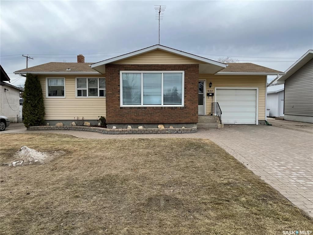 Main Photo: 921 8th Street in Humboldt: Residential for sale : MLS®# SK849512