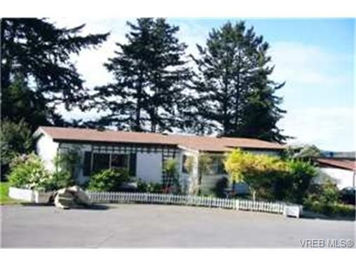 Main Photo: 9 60 Cooper Rd in : VR Glentana Manufactured Home for sale (View Royal)  : MLS®# 335575