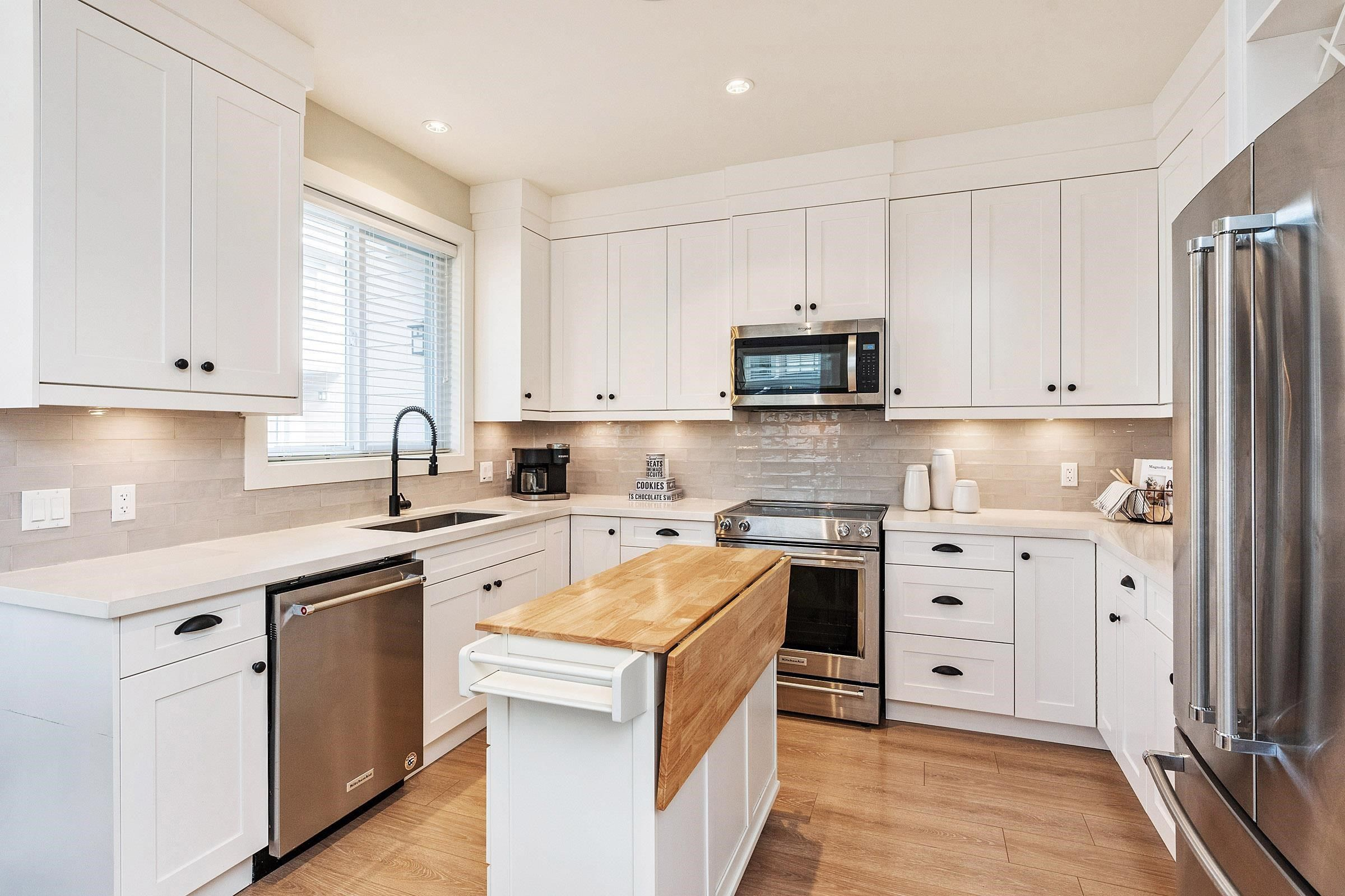 """Main Photo: 9 5945 177B Street in Surrey: Cloverdale BC Townhouse for sale in """"THE CLOVER"""" (Cloverdale)  : MLS®# R2624605"""