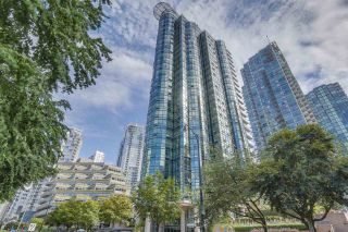 Photo 2: 702 588 BROUGHTON STREET in Vancouver: Coal Harbour Condo for sale (Vancouver West)  : MLS®# R2575950