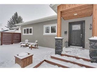 Photo 2: 30 Granlea Place SW in Calgary: Bungalow for sale : MLS®# C3594366