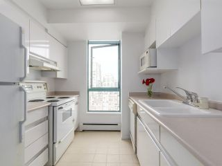 """Photo 10: 2005 212 DAVIE Street in Vancouver: Yaletown Condo for sale in """"Parkview Gardens"""" (Vancouver West)  : MLS®# R2218956"""