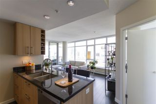 """Photo 6: 1008 1708 COLUMBIA Street in Vancouver: False Creek Condo for sale in """"Wall Centre- False Creek"""" (Vancouver West)  : MLS®# R2560917"""