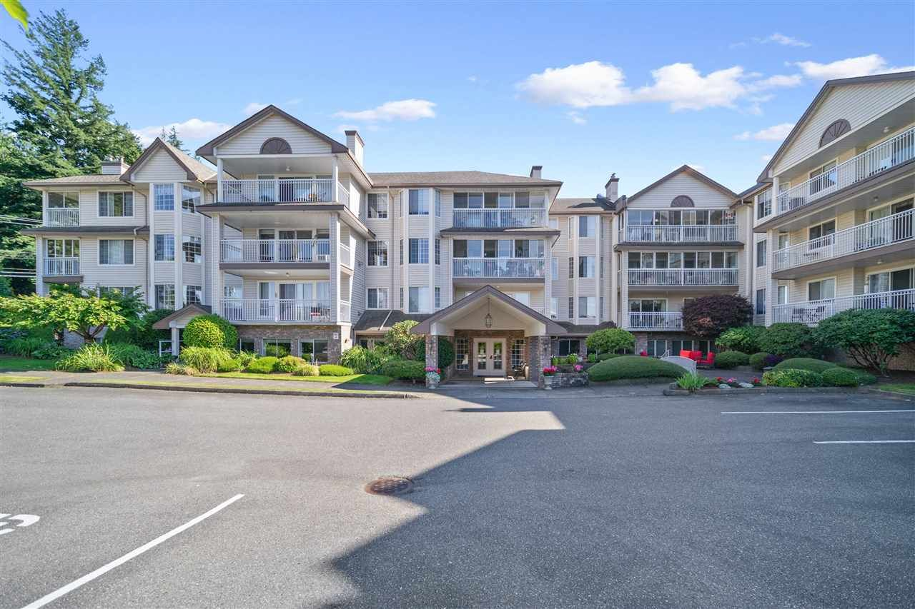 """Main Photo: 101 2491 GLADWIN Road in Abbotsford: Abbotsford West Condo for sale in """"LAKEWOOD GARDENS"""" : MLS®# R2477797"""