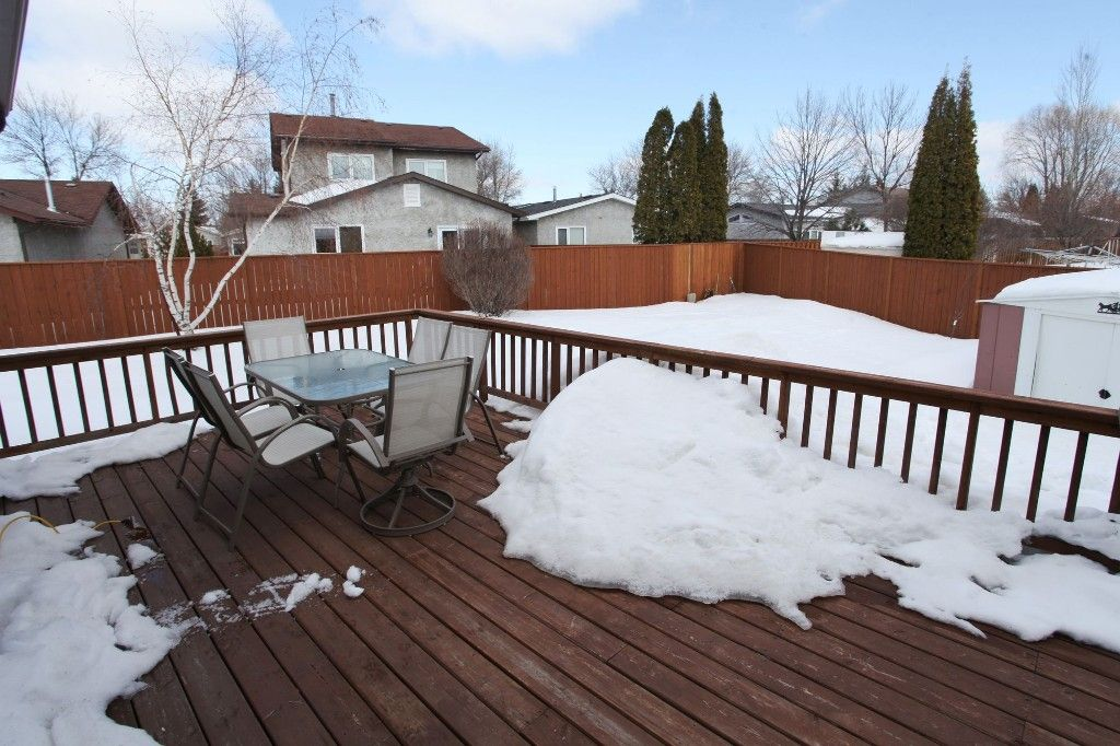 Photo 3: Photos: 28 Woodchester Place in Winnipeg: Charleswood Single Family Detached for sale (South Winnipeg)  : MLS®# 1406268