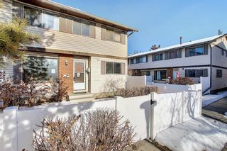 Photo 1: 63 740 Bracewood Drive SW in Calgary: Braeside Row/Townhouse for sale : MLS®# A1058540