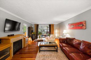 Photo 3: 302 1665 Oak Bay Ave in Victoria: Vi Rockland Condo for sale : MLS®# 862883