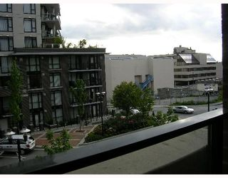 """Photo 7: 305 170 W 1ST Street in North_Vancouver: Lower Lonsdale Condo for sale in """"ONE PARK LANE"""" (North Vancouver)  : MLS®# V648878"""