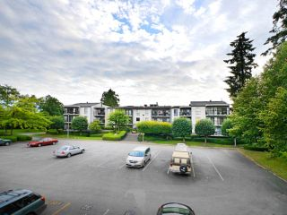 """Main Photo: 302 9952 149 Street in Surrey: Guildford Condo for sale in """"TALL TIMBERS"""" (North Surrey)  : MLS®# R2091584"""