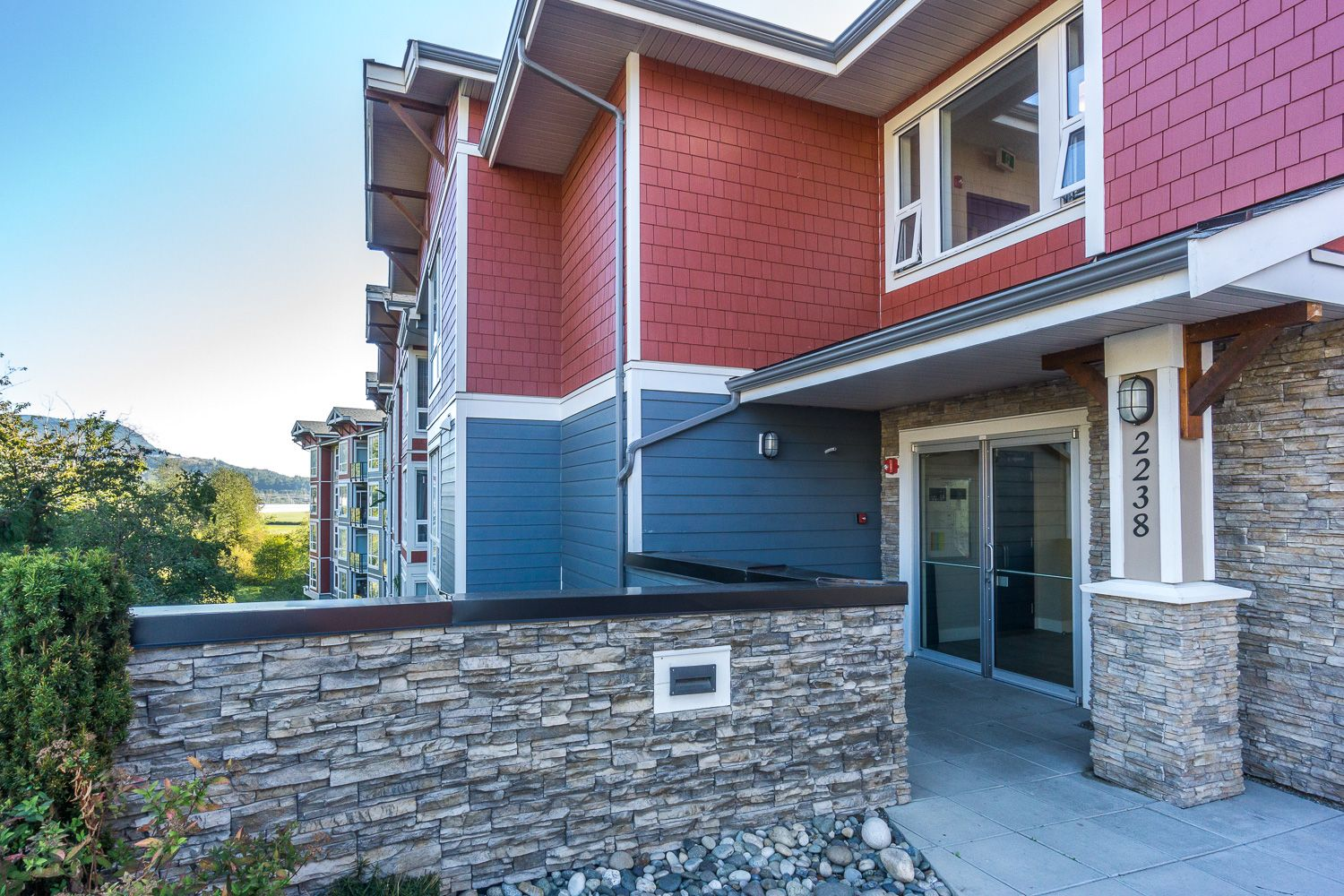 Photo 16: Photos: #102 2238 Whatcom Rd in Abbotsford: Abbotsford East Condo for rent