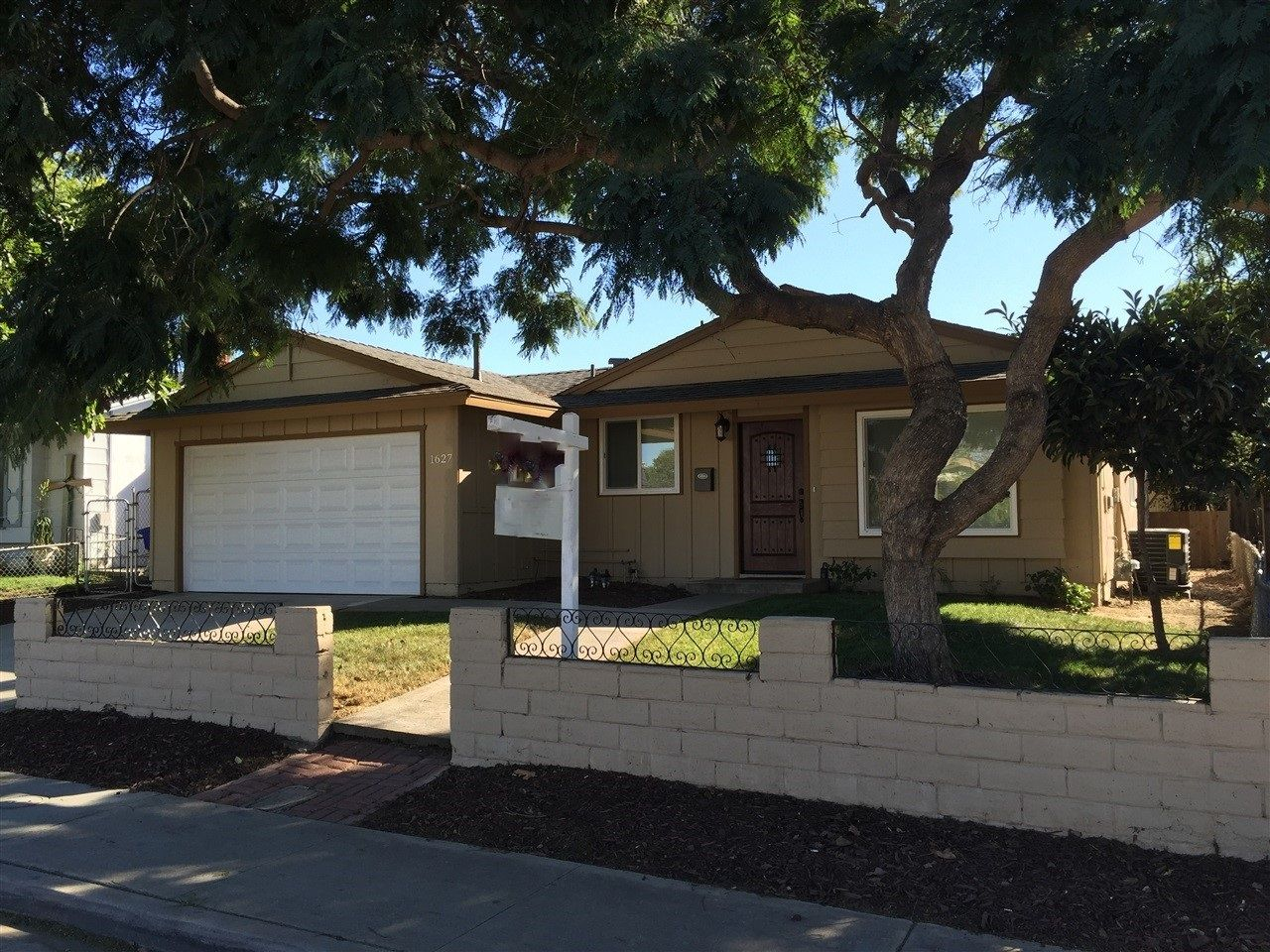 Main Photo: House for sale : 4 bedrooms : 1627 Satellite Blvd in San Diego