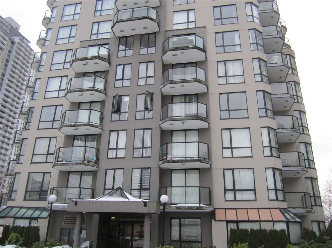 """Main Photo: 603 838 AGNES Street in New Westminster: Downtown NW Condo for sale in """"Westminster Towers"""" : MLS®# R2430621"""