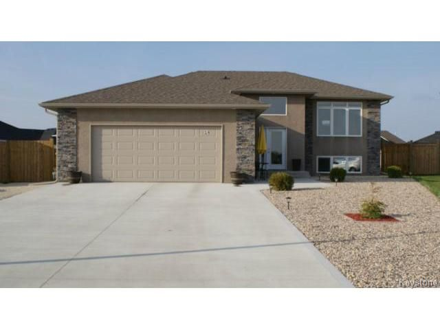 Main Photo: 16 Beaumont Circle: Residential for sale : MLS®# 1310914