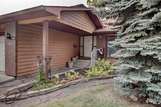 Photo 3: 543 WOODPARK Crescent SW in Calgary: Woodlands House for sale : MLS®# C4136852