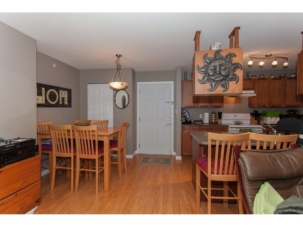 """Photo 3: Photos: 412 33960 OLD YALE Road in Abbotsford: Central Abbotsford Condo for sale in """"Old Yale Heights"""" : MLS®# R2241666"""
