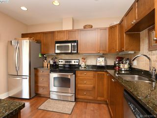 Photo 7: 106 1825 Kings Rd in VICTORIA: SE Camosun Row/Townhouse for sale (Saanich East)  : MLS®# 829546