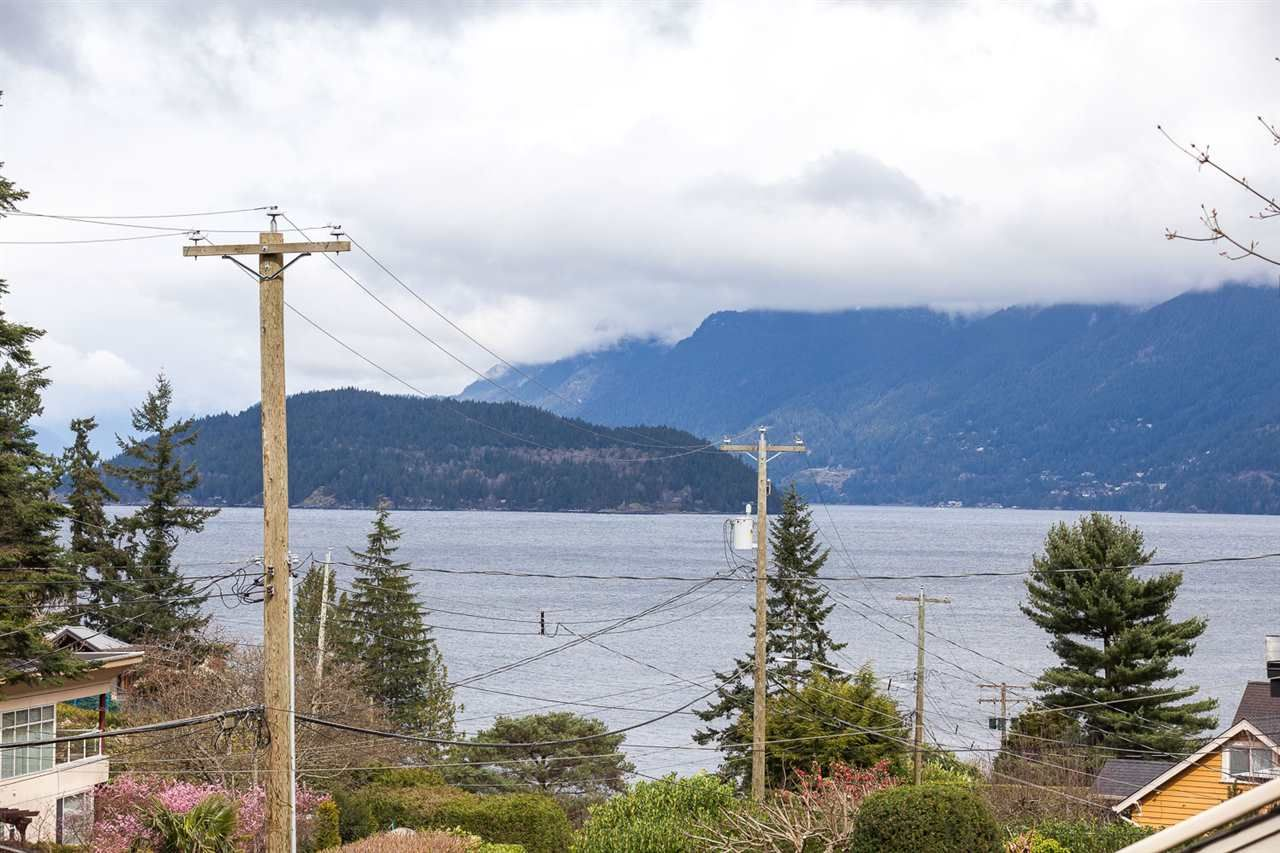 Main Photo: 6844 COPPER COVE Road in West Vancouver: Whytecliff House for sale : MLS®# R2045747