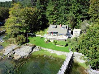 Photo 1: 4760 SINCLAIR BAY Road in Garden Bay: Pender Harbour Egmont House for sale (Sunshine Coast)  : MLS®# R2532705
