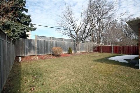 Photo 10: Photos: 22 Broadlands Boulevard in Toronto: Parkwoods-Donalda House (Bungalow) for sale (Toronto C13)  : MLS®# C3147639