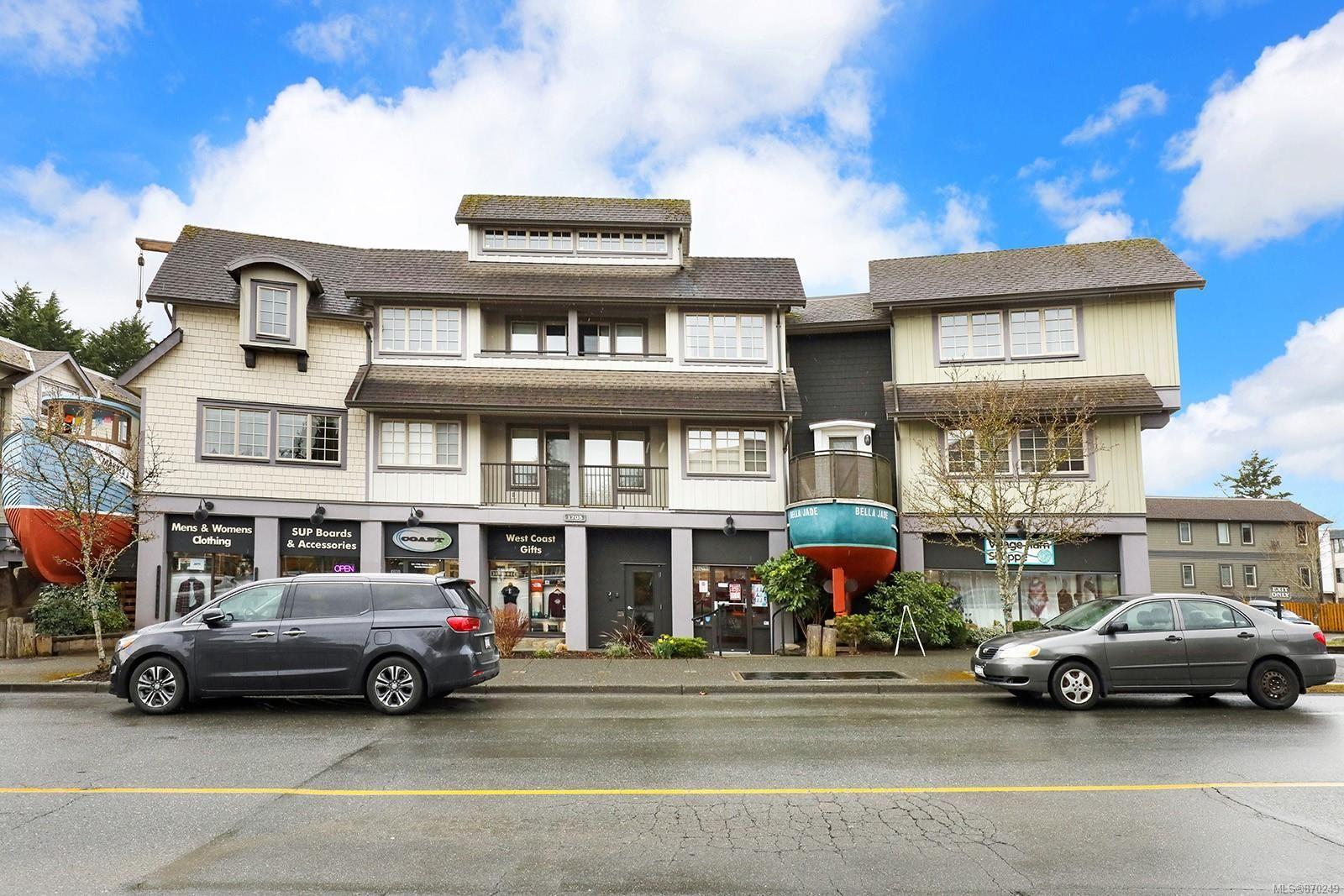 Main Photo: 304 1705 Comox Ave in Comox: CV Comox (Town of) Condo for sale (Comox Valley)  : MLS®# 870249