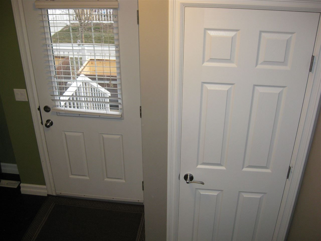 Photo 4: Photos: #41 3625 144 AV NW in Edmonton: Zone 35 Townhouse for sale : MLS®# E4016087