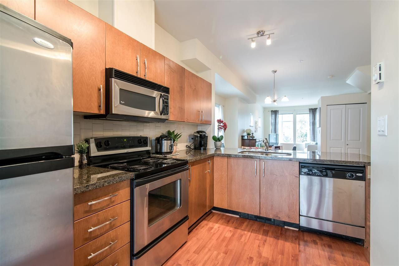 """Photo 7: Photos: 4 935 EWEN Avenue in New Westminster: Queensborough Townhouse for sale in """"COOPERS LANDING"""" : MLS®# R2355621"""
