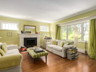 Photo 2: 3960 W 13TH Avenue in Vancouver: Point Grey House for sale (Vancouver West)  : MLS®# R2211924