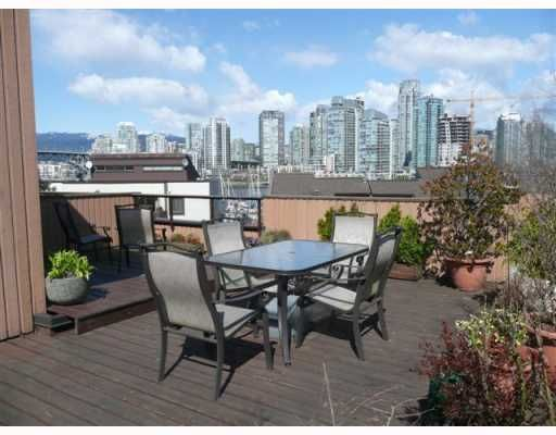"Main Photo: 1083 SCANTLINGS BB in Vancouver: False Creek Townhouse for sale in ""MARINE MEWS"" (Vancouver West)  : MLS®# V759244"