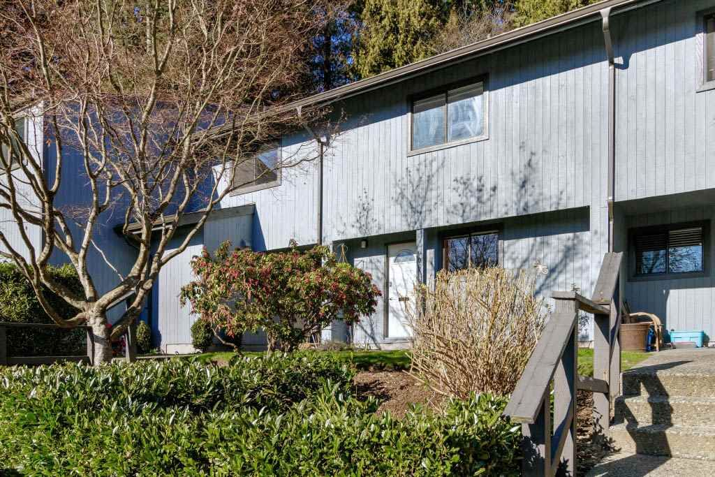 """Main Photo: 905 BRITTON Drive in Port Moody: North Shore Pt Moody Townhouse for sale in """"WOODSIDE VILLAGE"""" : MLS®# R2457346"""