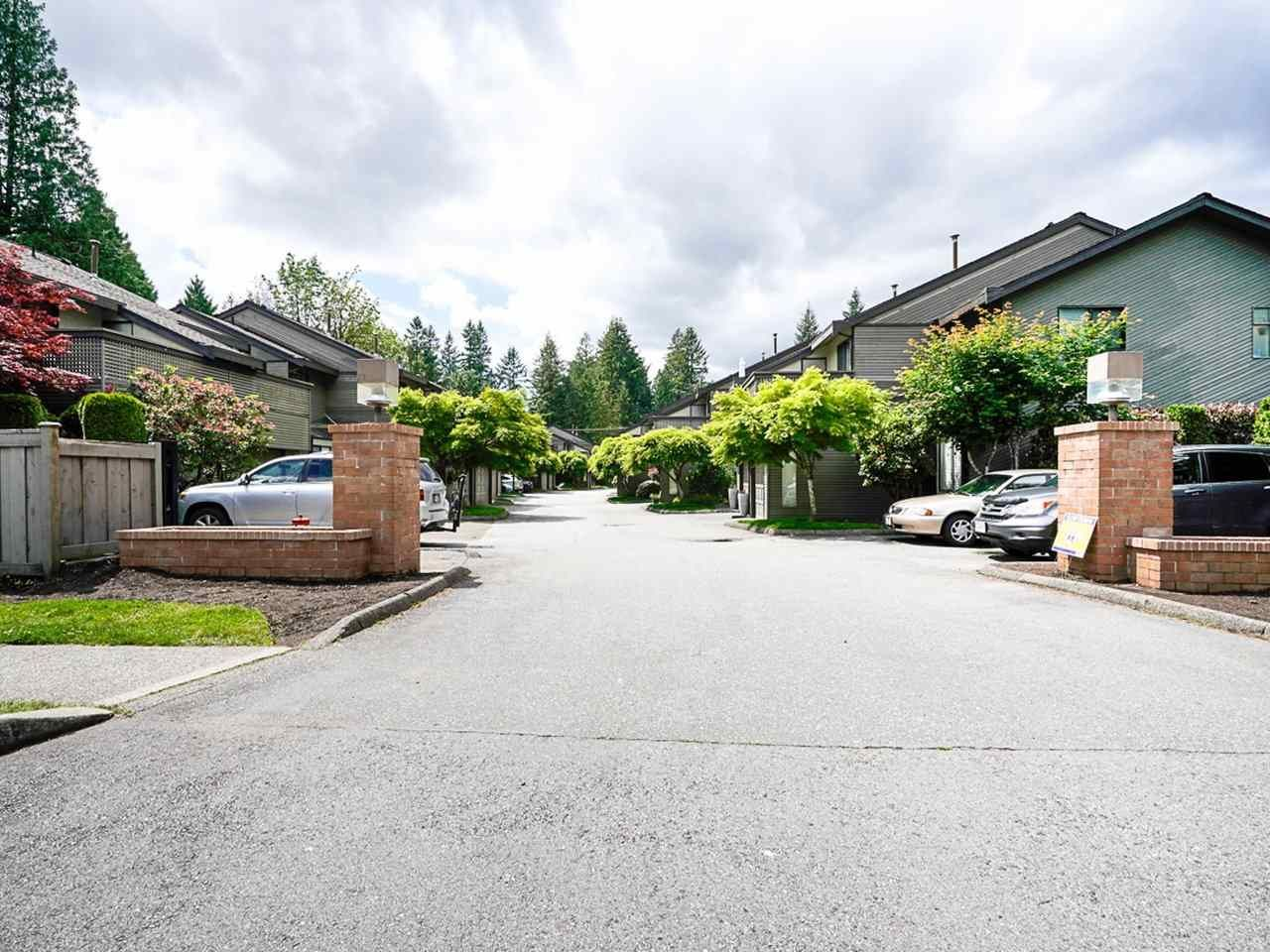 """Photo 3: Photos: 4713 GLENWOOD Avenue in North Vancouver: Canyon Heights NV Townhouse for sale in """"Montroyal Village"""" : MLS®# R2464484"""