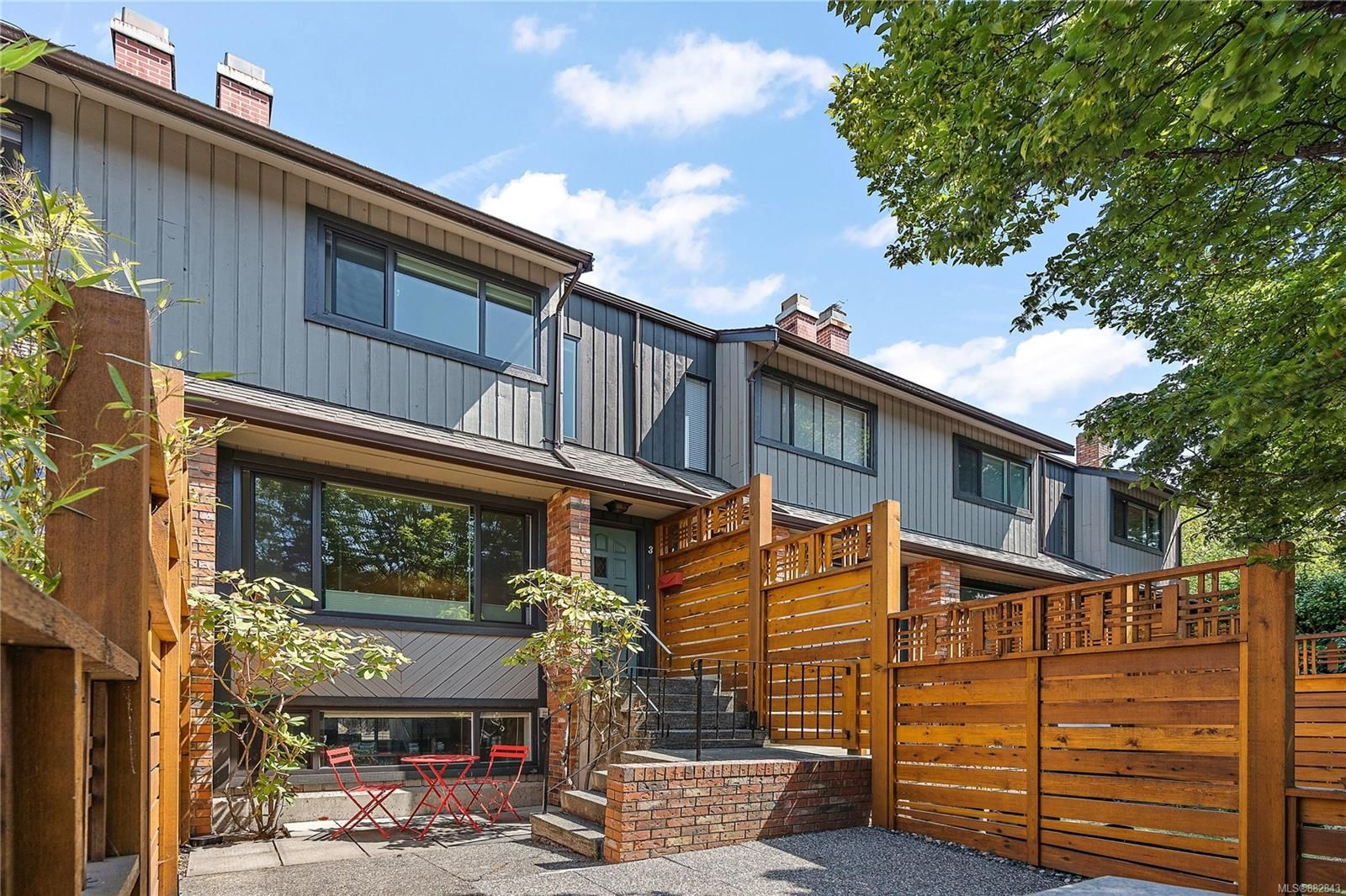Main Photo: 3 290 Superior St in : Vi James Bay Row/Townhouse for sale (Victoria)  : MLS®# 882843
