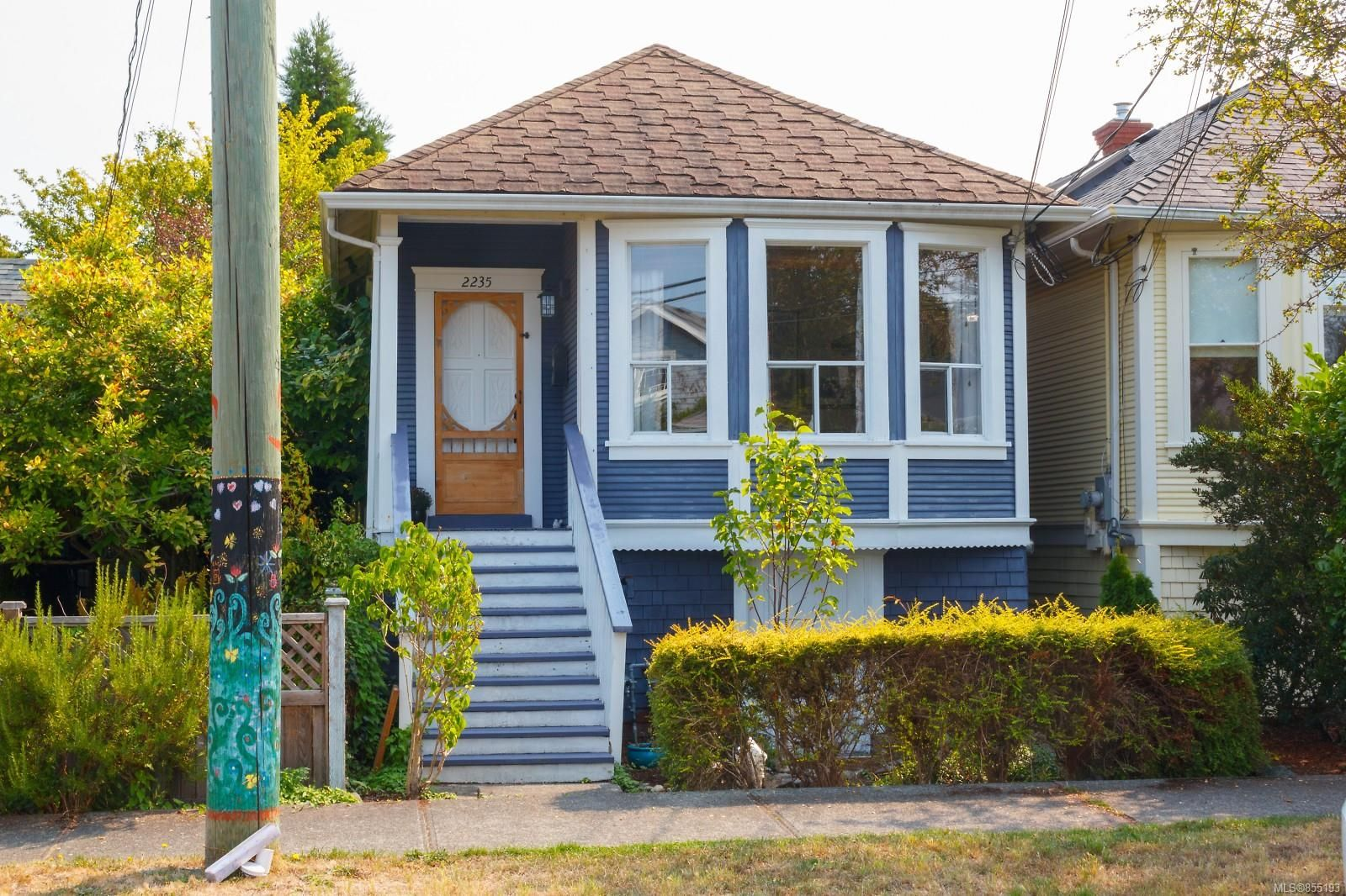 Main Photo: 2235 Shakespeare St in : Vi Fernwood House for sale (Victoria)  : MLS®# 855193