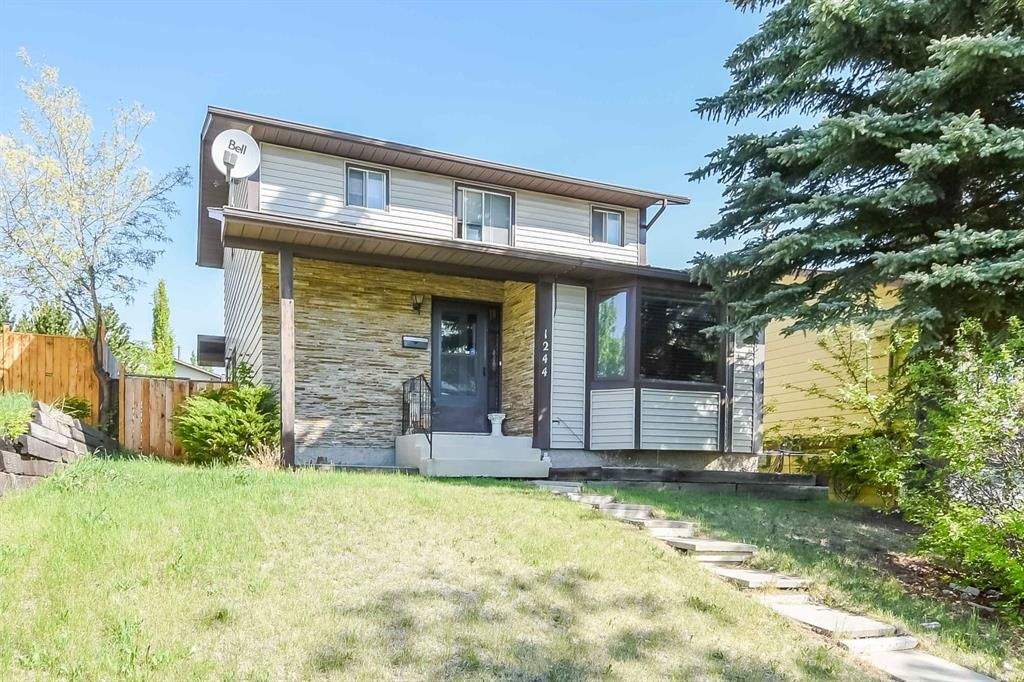 Main Photo: 1244 Berkley Drive NW in Calgary: Beddington Heights Detached for sale : MLS®# A1118414
