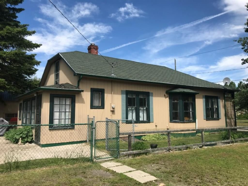Main Photo: 12934 19 Avenue in Blairmore: A-361BL Detached for sale : MLS®# A1078189