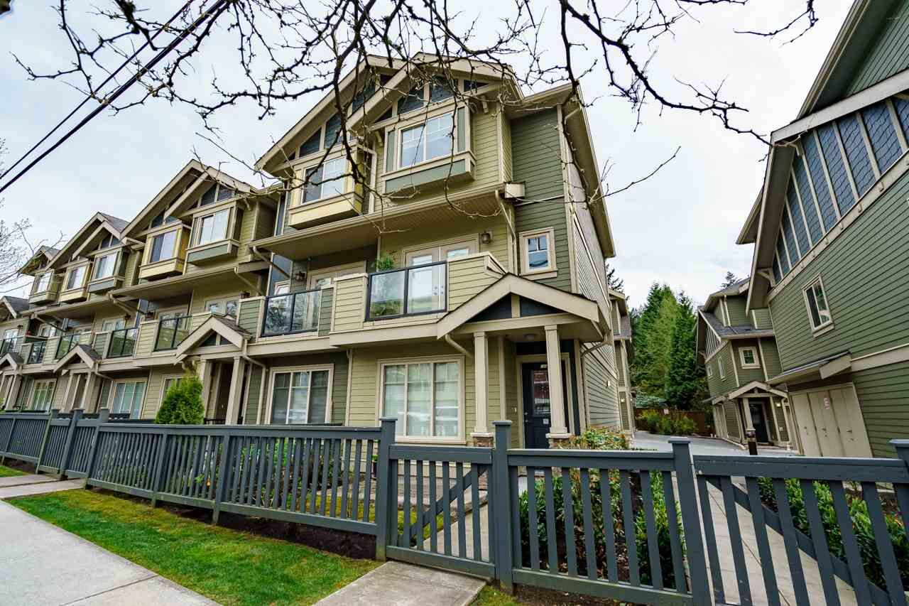 """Main Photo: 106 3382 VIEWMOUNT Drive in Port Moody: Port Moody Centre Townhouse for sale in """"LILLIUM VILAS"""" : MLS®# R2584679"""