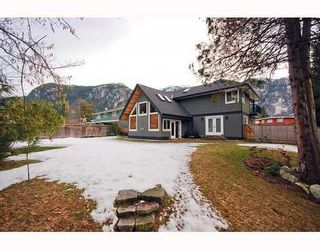 """Photo 10: 1719 VISTA in Squamish: Valleycliffe House for sale in """"HOSPITAL HILL"""" : MLS®# V751647"""