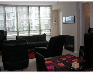 """Photo 2: 305 170 W 1ST Street in North_Vancouver: Lower Lonsdale Condo for sale in """"ONE PARK LANE"""" (North Vancouver)  : MLS®# V648878"""