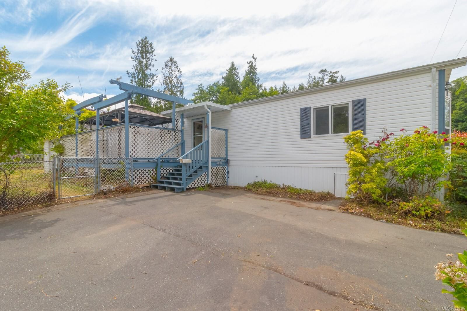Main Photo: 410 2850 Stautw Rd in : CS Hawthorne Manufactured Home for sale (Central Saanich)  : MLS®# 878706