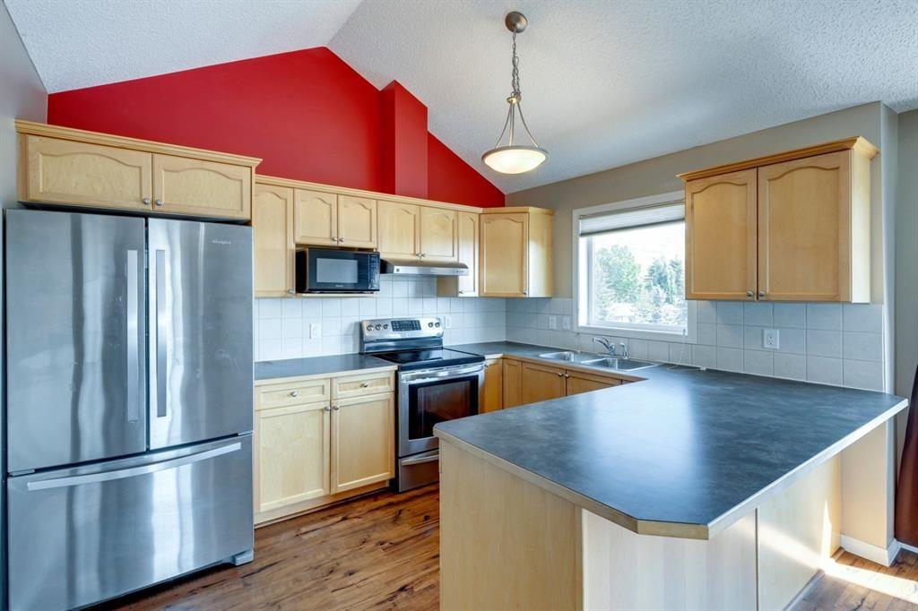 Main Photo: 402 128 Centre Avenue: Cochrane Apartment for sale : MLS®# A1129690
