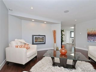 Photo 4: 800 Summerwood Pl in VICTORIA: SE Broadmead House for sale (Saanich East)  : MLS®# 695460
