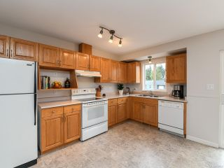 Photo 2: 2800 Windermere Ave in CUMBERLAND: CV Cumberland House for sale (Comox Valley)  : MLS®# 829726